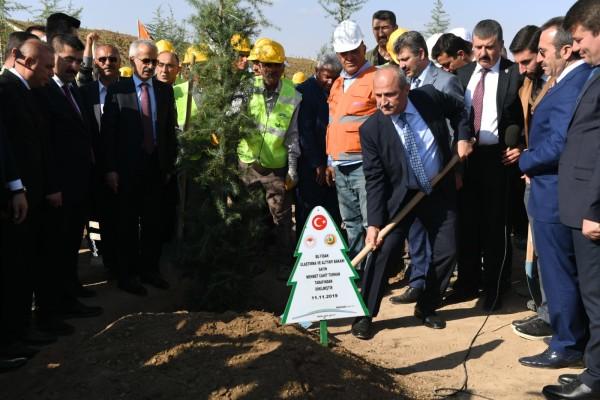 Bakan Turhan, Aksaray'da fidanları toprakla buluşturdu