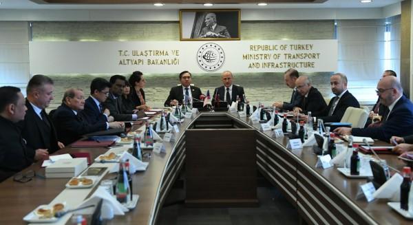 Bakan Turhan, Malezya Ulaştırma Bakanı Fook ile görüştü
